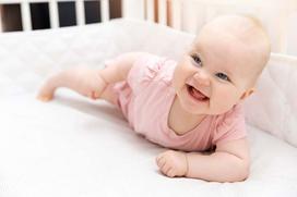 Jaki materac do łóżeczka dziecięcego wybrać?