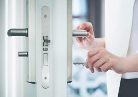 Jak rozpoznać drzwi prawe i lewe? W którą stronę najwygodniej otwierać drzwi?