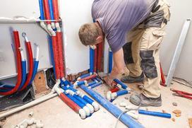 Ile kosztuje instalacja centralnego ogrzewania? Sprawdź cenę instalacji z piecem gazowym i na paliwo stałe