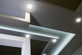 10 pomysłów na oświetlenie sufitu podwieszonego