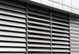 Zewnętrzne żaluzje fasadowe - cena, najpopularniejsze rodzaje, porady