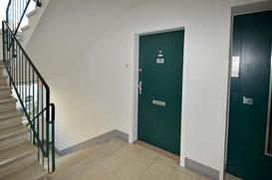 Drzwi wewnątrzklatkowe - jakie drzwi wybrać do mieszkania w bloku?