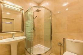 Kabiny prysznicowe z brodzikiem - rodzaje, ceny, wygodne modele