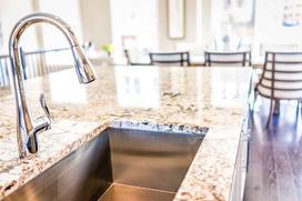 Blaty kuchenne granitowe i marmurowe - cena, rodzaje, opinie