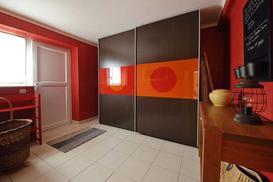 Jakie drzwi przesuwne do szafy do zabudowy wybrać?
