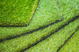 Sztuczna trawa - na balkon i taras - cena, opinie, gdzie kupić i na co zwrócić uwagę?