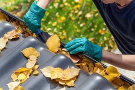 Jak czyścić rynny w domu jednorodzinnym?