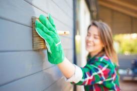Mycie elewacji krok po kroku - wybór płynu, urządzenia i samodzielne czyszczenie elewacji