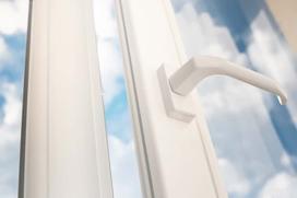 Folia na okna samoprzylepna - rodzaje, ceny, zastosowanie, sposób montażu, porady