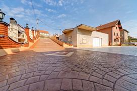 Beton stemplowany krok po kroku - wybór mieszanki, formy, wykonanie, ceny, rodzaje betonu