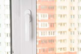 Klamki do okien - rodzaje, ceny, opinie, praktyczne rozwiązania i porady przy zakupie