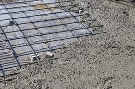 Beton na fundamenty - ile go potrzeba, jaką klasę betonu wybrać?