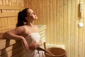 Jak korzystać z sauny – temperatura, wilgotność, optymalny czas przebywania w saunie i poza nią