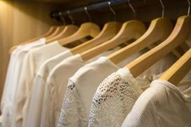 Jysk szafy na ubrania – rodzaje, ceny, opinie, porady przy wyborze
