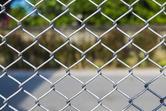 Koszt ogrodzenia działki siatką ogrodzeniową z bramą kutą