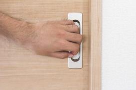 Drzwi przesuwne chowane w ścianę - opinie, ceny, montaż, porady