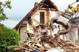Koszt rozbiórki domu - zobacz, ile zapłacisz za wyburzenie budynku
