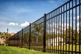 Ogrodzenia metalowe w OBI - przegląd oferty, opinie, ceny, porady