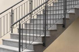 Poręcze na schody zewnętrzne – rodzaje, materiały, opinie, ceny, porady