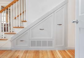 Szafa pod schodami - pomysły, porady i inspiracje na garderobę pod schodami