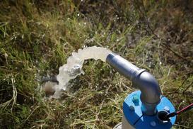 Pompa głębinowa do wody – rodzaje, ceny, opinie, wiodący producenci