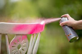 Farba w sprayu – rodzaje, opinie, ceny, kolory, malowanie krok po kroku