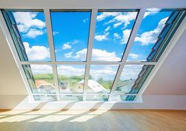 Ceny okien dachowych 2021 - sprawdź cennik różnego typu okien