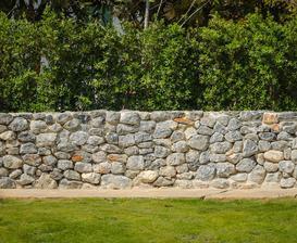 Ogrodzenia z kamienia - rodzaje, koszty, opinie, przykłady, budowa krok po kroku