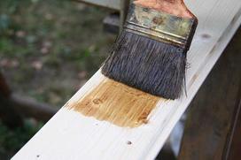 Malowanie boazerii w przedpokoju - jak ją skutecznie i łatwo odświeżyć