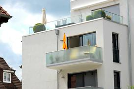 Osłony na balkon - rodzaje, materiały, ceny, opinie, porady zakupowe