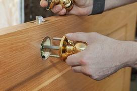 Montaż drzwi wewnętrznych z ościeżnicą w 5 krokach - zrób to sam