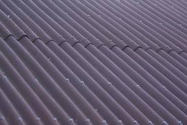 Płyta bitumiczna na dach – rodzaje, ceny, opinie, porady praktyczne