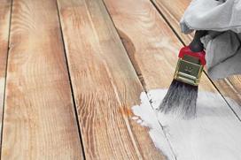 Farba akrylowa do drewna - którą wybrać, jak jej używać?