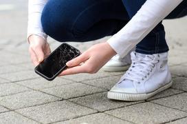Ile kosztuje wymiana szybki w telefonie? Sprawdź ceny 2021 w Twoim mieście