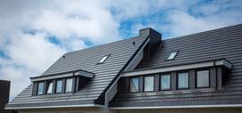 Opierzenie dachu krok po kroku – rodzaje, materiały, ceny, opinie