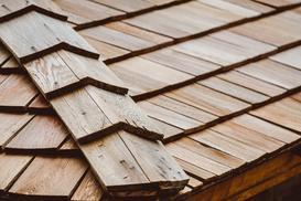 Gont drewniany krok po kroku – rodzaje gontów, ceny, opinie, porady