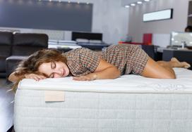 Jakie są najważniejsze cechy dobrego materaca do łóżka?