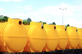 Szamba plastikowe krok po kroku – rodzaje, ceny, opinie, producenci