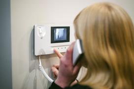 Wybieramy wideodomofon do domu – rodzaje, ceny, opinie, montaż