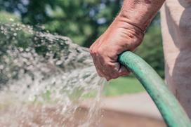 Sposoby na podlewanie ogródków działkowych