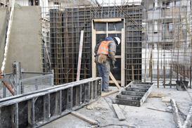 Betonowanie zimą - czy to możliwe? Odpowiednie rodzaje betonów, wymagania, porady