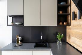 4 najlepsze sposoby na łączenie blatów kuchennych - sprawdź je!