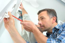 Jak podłączyć domofon krok po kroku - praktyczny poradnik + schemat