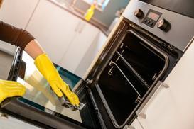Jak wyczyścić piekarnik krok po kroku? Poradnik praktyczny i czyszczenie krok po kroku