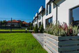 Budowa domu czy zakup nieruchomości z rynku pierwotnego? Jak zamieszkać w nowym domu?
