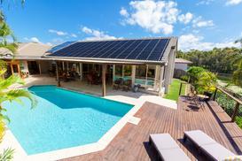 Wybieramy solary do basenu – rodzaje, ceny, opinie, porady