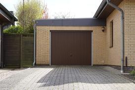 Bramy garażowe uchylne — rodzaje, ceny, opinie, wymiary, porady zakupowe
