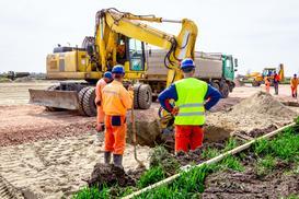 Niwelacja terenu na działce krok po kroku - ceny, metody, porady