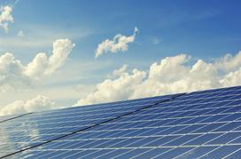 Różnice między panelami fotowoltaicznymi a kolektorami słonecznymi