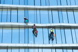 Dlaczego techniki dostępu linowego są najlepsze do prac na wysokości?